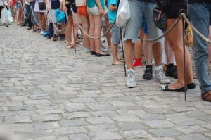 many people standing in line