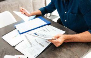 Der Arbeitsvertrag regelt die Zusammenarbeit zwischen Mitarbeiter und Firma